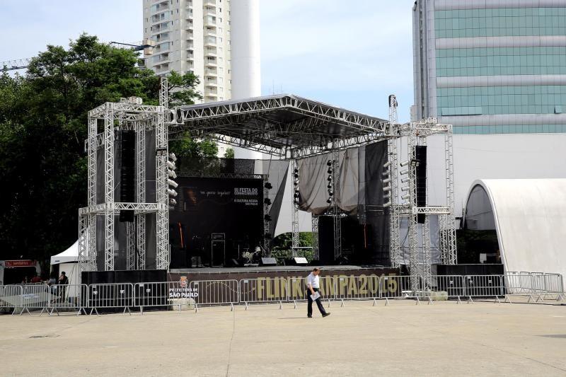 Locação de palco para festa